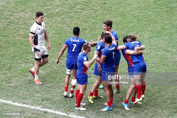 France celebrate beating New Zealand on day three of the Cathay Pacific/HSBC Hong Kong Sevens at the Hong Kong Stadium on April 07 2019 in Hong Kong