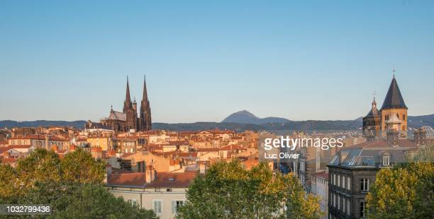 france, center france, clermont-ferrand, cathedral and puy de dome - クレルモンフェラン ストックフォトと画像