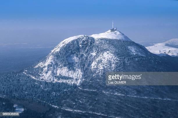 france, central france, the puy de dôme, famous volcano, under the snow - auvergne stock pictures, royalty-free photos & images