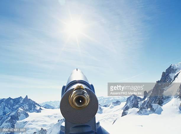 france, chamonix, vallee blanche, telescope looking over mountains - valle blanche fotografías e imágenes de stock