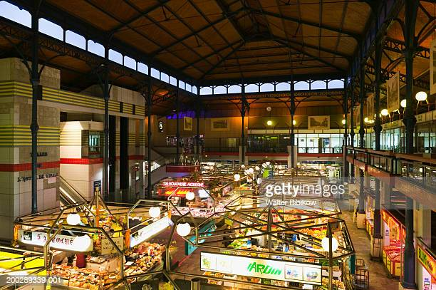 france, champagne (aube), troyes covered market interior - troyes champagne ardenne photos et images de collection