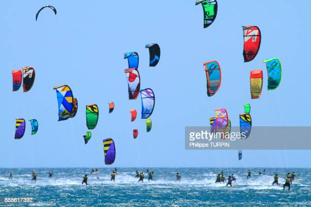 france, defi kite in gruissan. kitesurf race. - languedoc rousillon stock pictures, royalty-free photos & images