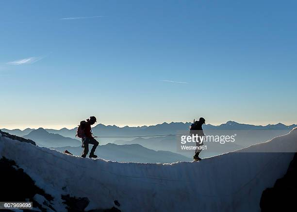 france, ecrins alps, two mountaineers at dauphine - vertrauen stock-fotos und bilder