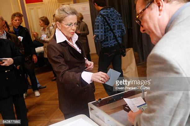 France Elections 2012 - Presidential vote - second tour the French voting at the Mairie of the 16th Arrondissement, a wealthy area of Paris -...