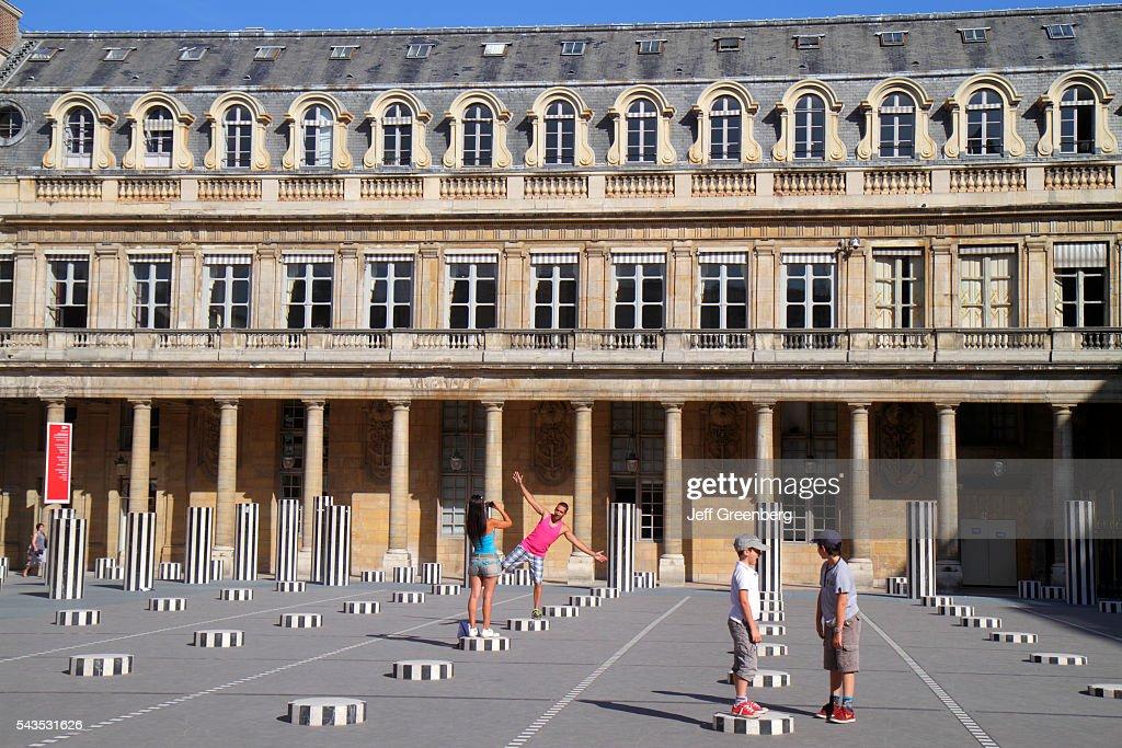 Paris, Royal Palace Daniel Buren art Les Deux Plateaux : News Photo