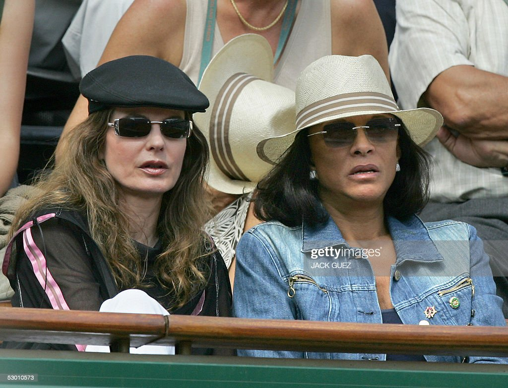 French actress Cyrielle Claire (L) and French Betty Lagardere (R) are pictured during a match of the tennis French Open at Roland Garros, 02 June 2005 in Paris.