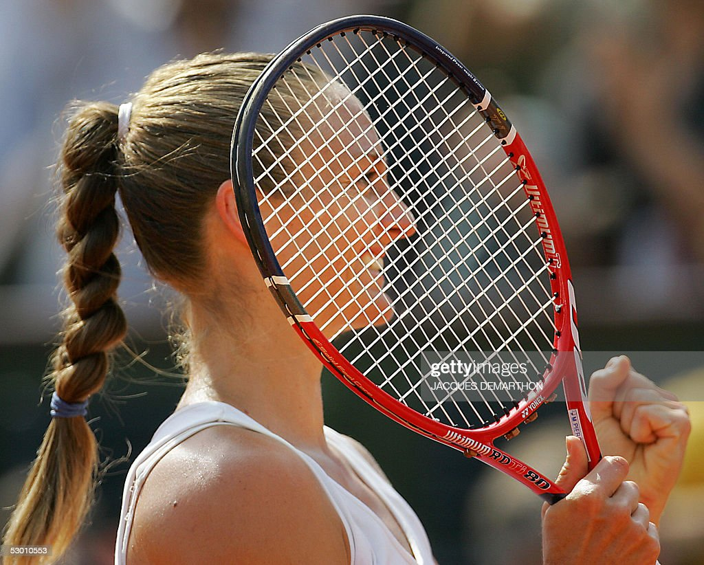 French Mary Pierce jubilates after winning against Russian Elena Likhovtseva after their semi final match of the tennis French Open at Roland Garros, 02 June 2005 in Paris. Pierce won 6-1, 6-1.