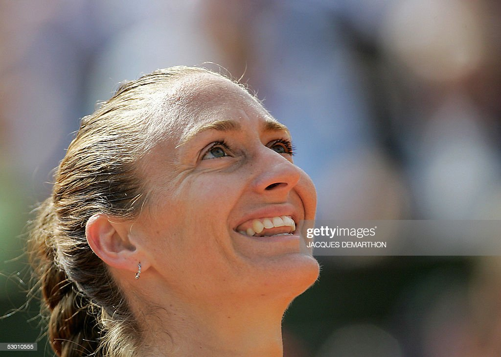 French Mary Pierce smiles after winning against Russian Elena Likhovtseva after their semi final match of the tennis French Open at Roland Garros, 02 June 2005 in Paris. Pierce won 6-1, 6-1.