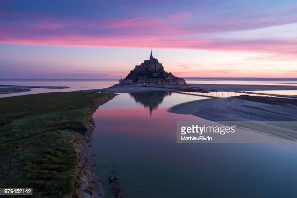 france from the sky : mont saint-michel during the sunrise - paesaggio spettacolare foto e immagini stock