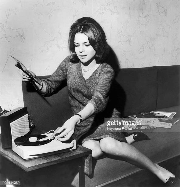 France GALL sitting on a couch starts up a record player on April 9 1964France GALL assise sur un canape met en route le tournedisque le 9 Avril 1964