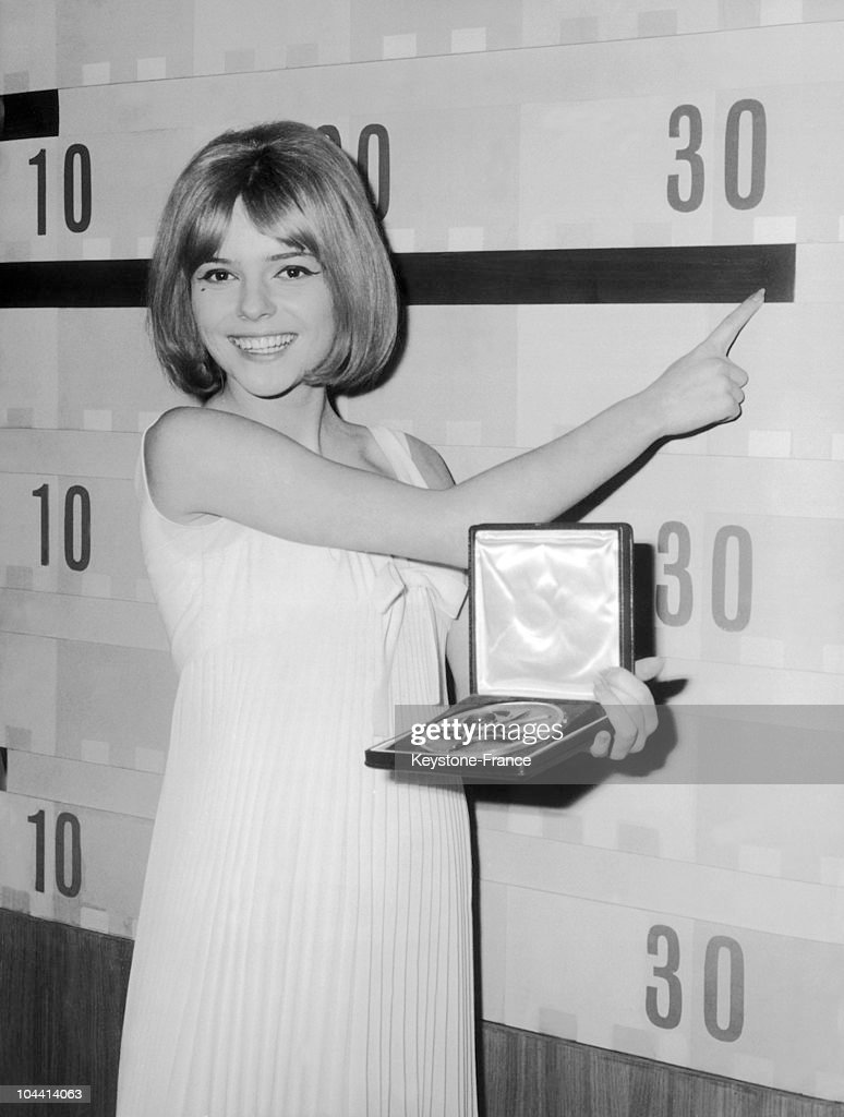 France Gall With Her Eurovision Medal In Naples 1965 : News Photo
