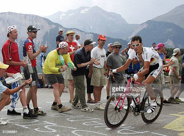 L'ALPE D'HUEZ France German champion Andreas Kloden rides during the 16th stage of the 91st Tour de France cycling race a time trial between Bourg...