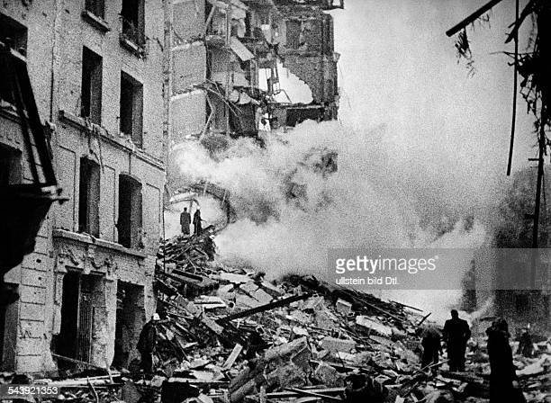 France , german occupation: allied bomb attack on Paris. Demolitions in a residential quarter. Presumably 1943 No further information.- undated-...