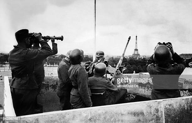 2WW france german occupation German light antiaircraft gun securing the airspace above Paris June/July 1940 Photographer PresseIllustrationen...