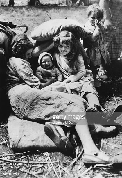 2WW france german occupation Refugees in the forest of Melun near Paris Photographer AtlanticpressVintage property of ullstein bild