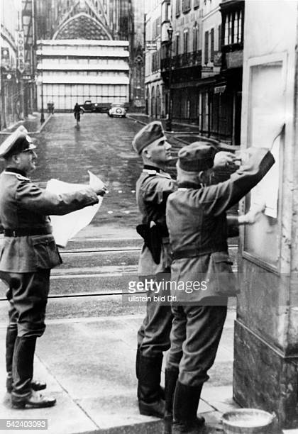 2WW france german occupation Strasbourg german military police posting proclamations on a wall about