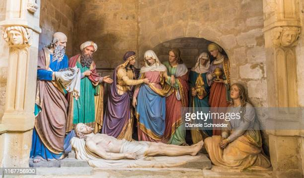 france, gers,marciac, church notre dame de l'assomption, wooden sculpture of the entombment of jesus (saint james way) - empty tomb jesus stock pictures, royalty-free photos & images