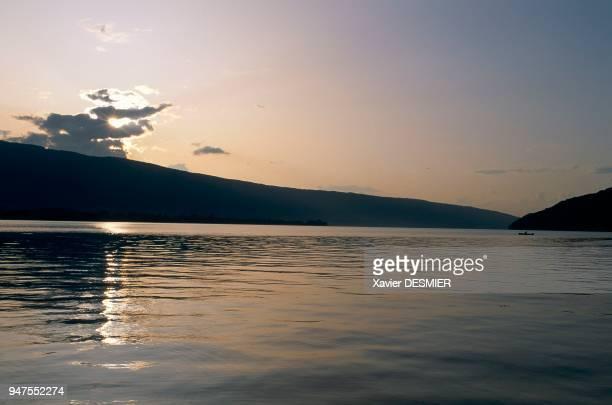 France HauteSavoie Le lac d'Annecy HauteSavoie Alpes France Le grand lac en hiver Le lac d'Annecy est une succession d'horizons montagnards qui lui...