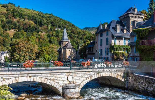 france, hautes-pyrenees, vallee d'aure, arreau, saint exupere chapel (10th-16th century) and castle of segure (16th century) on the bank of the neste river of louron (saint james way) - オートピレネー ストックフォトと画像