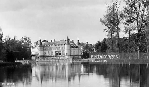 France - Ile de France - : castle of Rambouillet, exterior view - Published by: 'Berliner Illustrirte Zeitung' 38/1900Vintage property of ullstein...