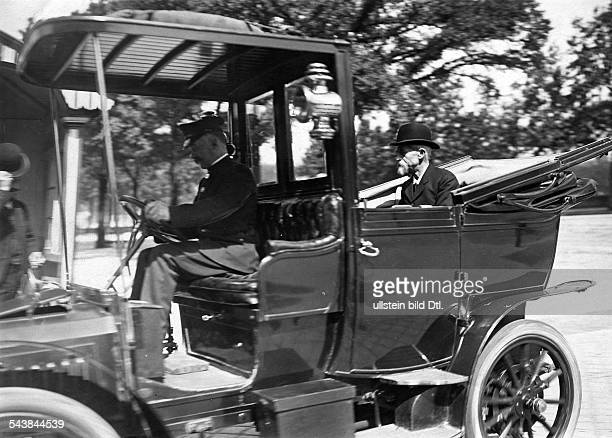 France Ile de France Paris Superintendent Louis Lepine drive to the Palais Bourbon Photographer MRol 1910Vintage property of ullstein bild