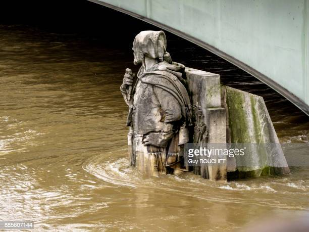 France, Ile de France, Paris, the Seine overflowing and flooding, June 2016, the Zouave at the pont de lAlma
