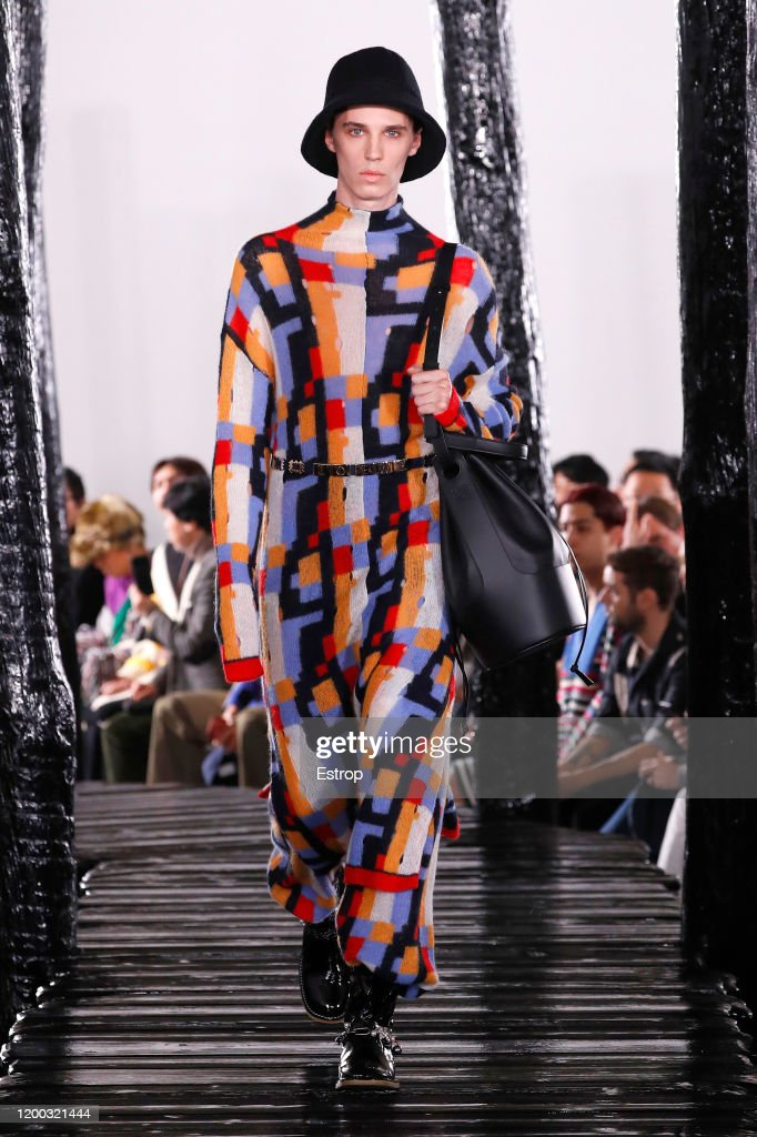 Loewe : Runway - Paris Fashion Week - Menswear F/W 2020-2021 : ニュース写真