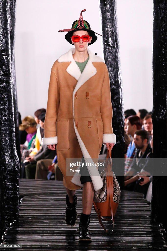 Loewe : Runway - Paris Fashion Week - Menswear F/W 2020-2021 : ニュース写真