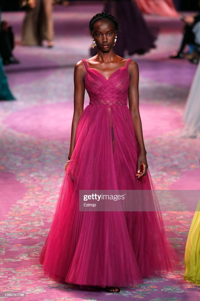 Dior : Runway - Paris Fashion Week - Haute Couture Spring/Summer 2020 : ニュース写真