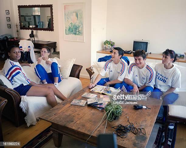 France Judo Team At Their Residence At The Olympics 2000 Sydney Sydney Septembre 2000 Jeux olympiques Céline LEBRUN Séverine VANDENHENDE Sarah...