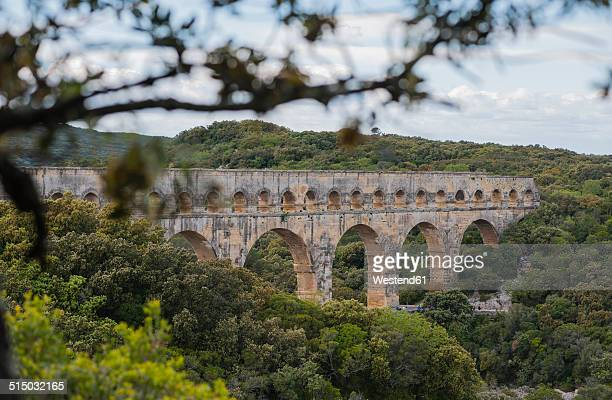france, languedoc roussillon, gard, view to pont du gard - ポン・デュ・ガール ストックフォトと画像