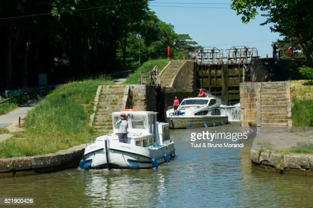 france, languedoc-roussillon, aude (11), canal du midi, lock of pechlaurier - canal du midi photos et images de collection