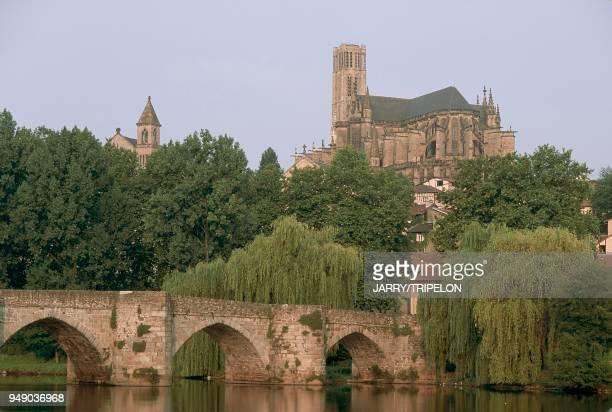 Limoges, Saint Etienne's Cathedral, Saint Martial bridge over the Vienne River. France: Limoges, cathédrale Saint-Etienne, pont Saint Martial sur la...