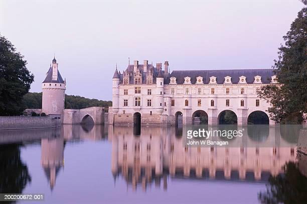 france, loire valley, chateau de chenonceau, dusk - château photos et images de collection