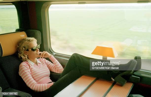 France mai 1996 Ophélie WINTER chanteuse et animatrice vedette de M6 sort son premier album 'No Soucy ' et prépare une tournée de galas Séance photo...
