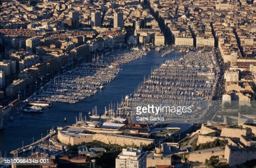 how to get from marseille airport to vieux port