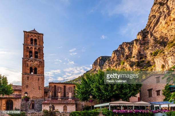 france, moustiers-sainte-marie - alpes de haute provence stock pictures, royalty-free photos & images