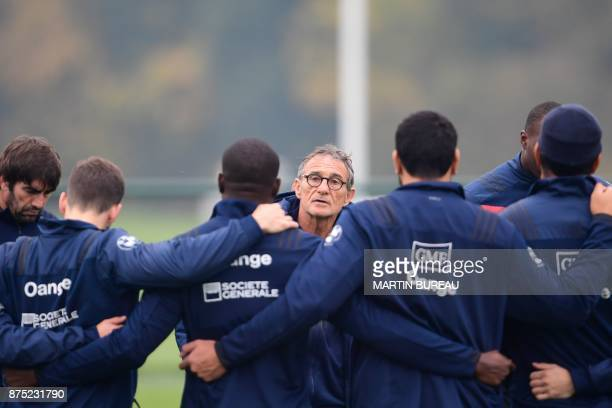 France national rugby union team's coach Guy Noves talks to players during a captain's run session in Marcoussis near Paris on November 17 on the eve...