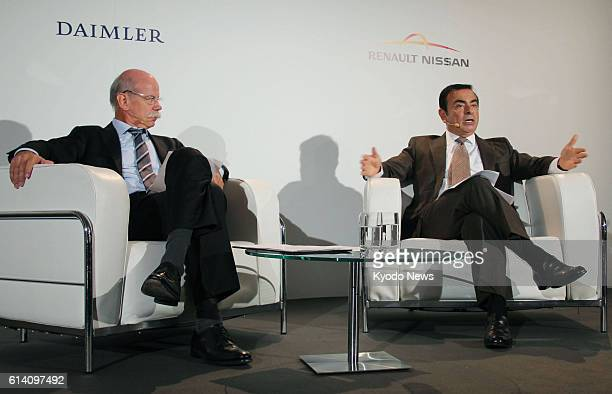 PARIS France Nissan Motor Co President Carlos Ghosn who also heads Renault SA and Daimler AG Chief Executive Officer Dieter Zetsche hold a press...