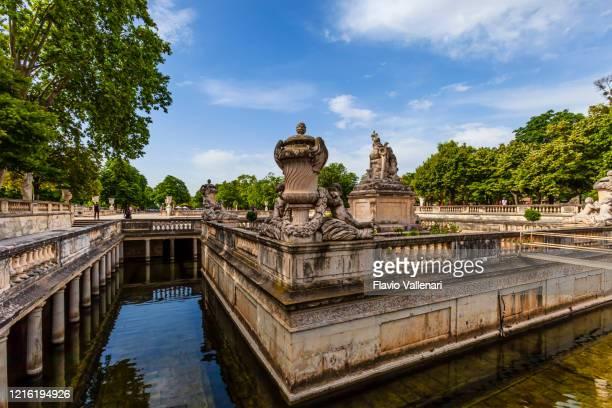 フランス - ニーム、ジャルダン・ド・ラ・フォンテーヌ - ガール県 ストックフォトと画像