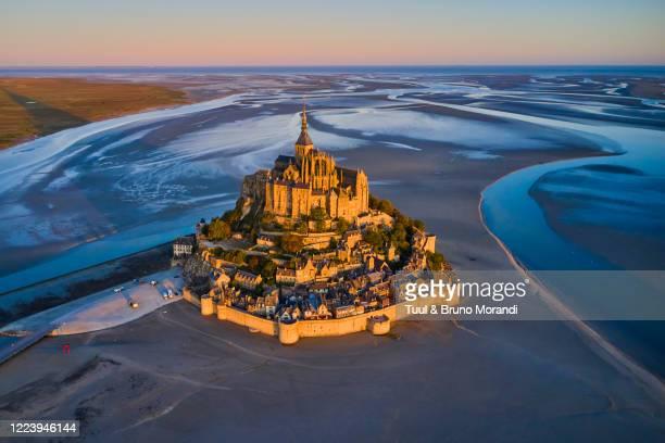 france, normandy, manche department, bay of mont saint-michel - internationaal monument stockfoto's en -beelden