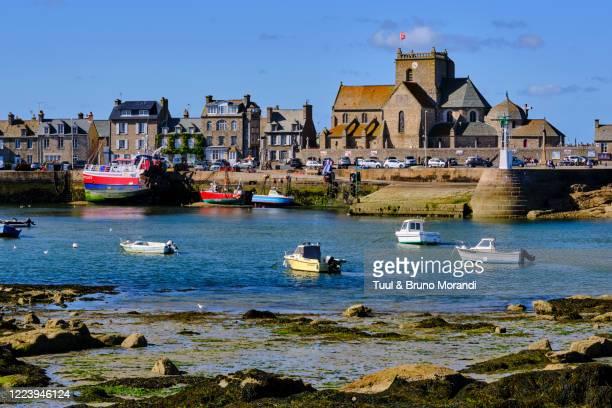 france, normandy, manche department, cotentin, barfleur, labeled les plus beaux villages de france - canale della manica foto e immagini stock