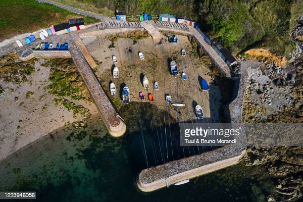 france, normandy, manche department, cotentin, cap de la hague, saint-germain-des-vaux, port racine - cotentin photos et images de collection
