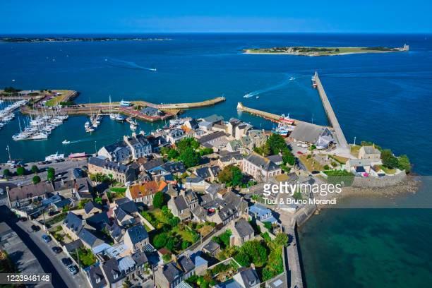 france, normandy, manche department, cotentin, saint-vaast-la-hougue - canale della manica foto e immagini stock