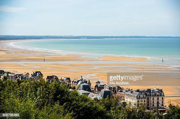 france, normandy, the beach of houlgate seen from a high point of view at low tide - calvados stock pictures, royalty-free photos & images