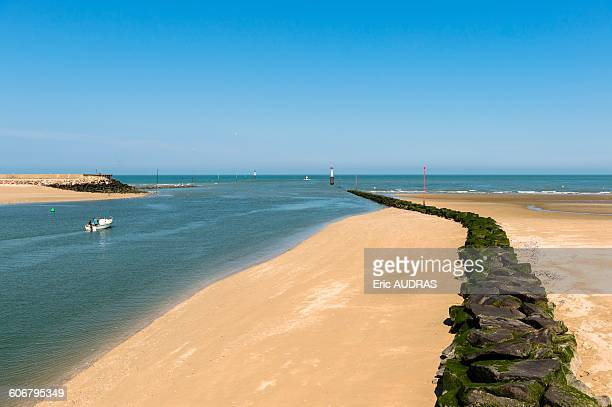france, normandy, the mouth of the river touques , the sea and the sand beach in trouville - trouville sur mer stock pictures, royalty-free photos & images