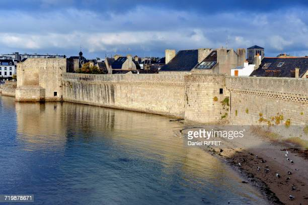 france, north-western france, brittany, concarneau, former battlements protecting the walled town - concarneau stock-fotos und bilder