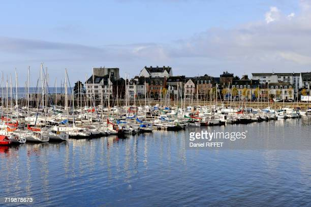 france, north-western france, brittany, concarneau, yachting harbour outside the battlements - concarneau stock-fotos und bilder