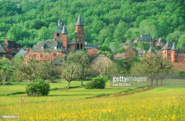 france, nouvelle aquitaine, correze, collonges la rouge, one of france's most beautiful village - correze stock pictures, royalty-free photos & images