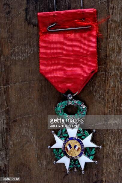 France objet en relation avec la guerre 19141918 decoration militaire Legion d'Honneur Croix de Guerre